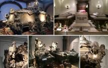 Os túmulos da Kaisergruft. Belas (e macabras) obras de arte em bronze. Em destaque, no alto: o túmulo da Imperatriz Maria Theresa e seu esposo (esq) e do Imperador Franz Joseph ladeado por sua esposa Sissi e o filho deles (dir)