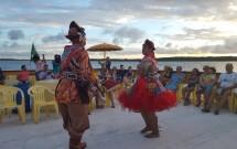 Casal dançando xaxado na Praia do Jacaré