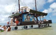 Passeio de Picãozinho com o Barco Pirata