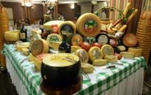 Incrível Mesa de Queijos no Jantar Noite Italiana
