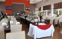 Ambiente Agradável com Buffet no Restaurante Porto Kattamaram