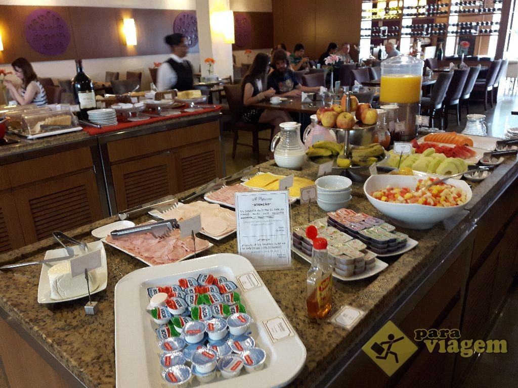 Mesa de frios e frutas no caf da manh para viagem for Mesas de cafeteria