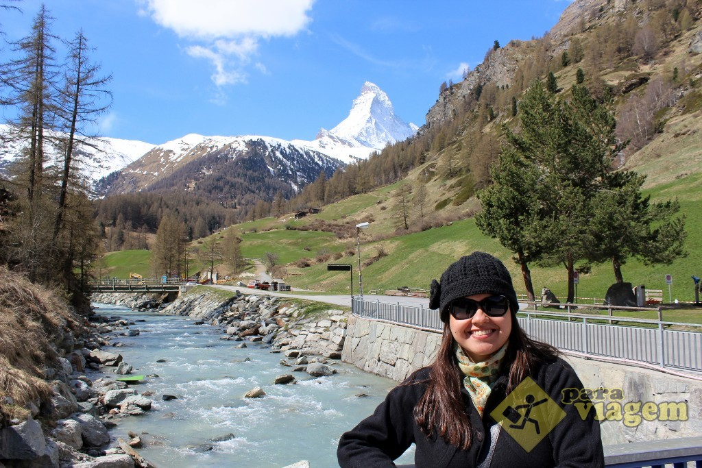 Vista do Matterhorn e do Rio Matter Vispa no caminho até ZBAG-Iz