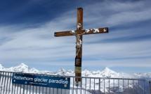 O crucifixo no Matterhorn Glacier Paradise