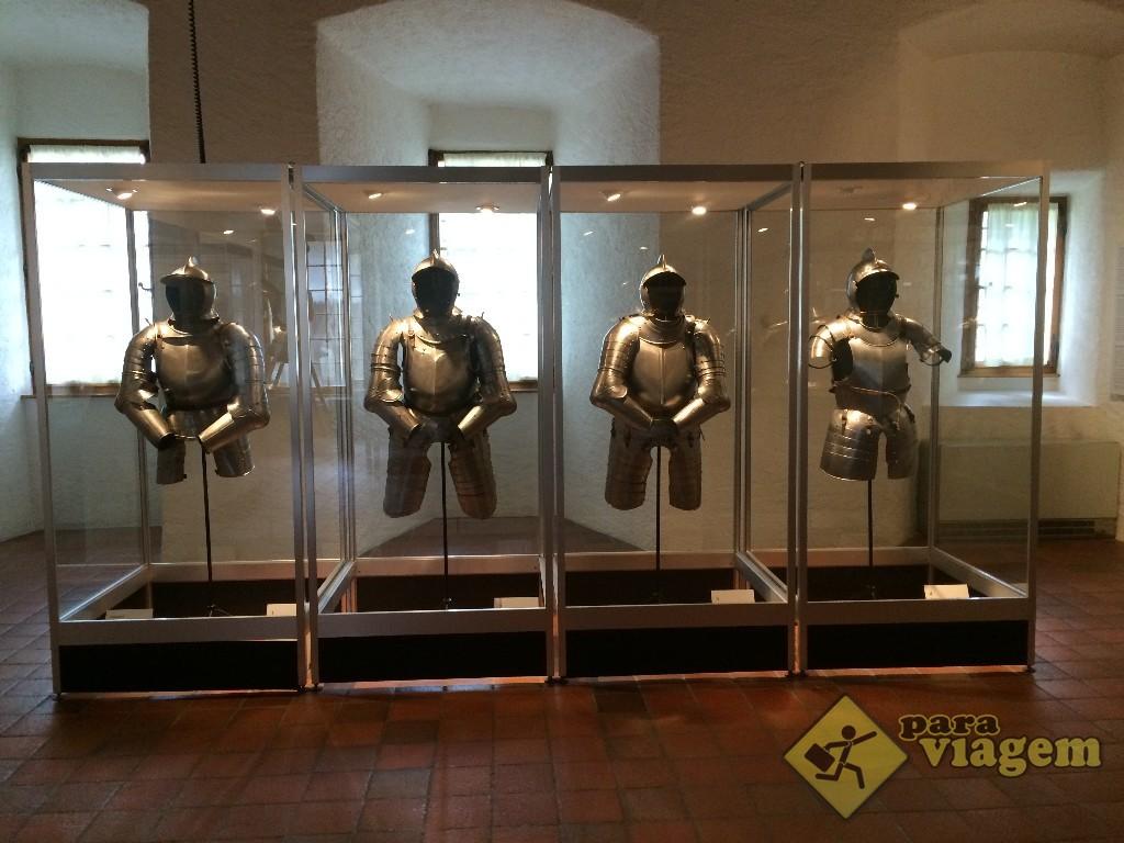 Exposição de armaduras no Château de Gruyères