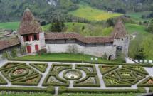 Jardim dos fundos do Château de Gruyères