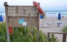 Placa Sinaliza Mar Perigoso em Porto de Galinhas