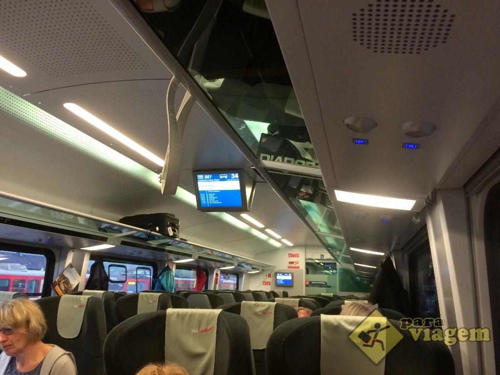 Interior do trem da ÖBB (2ª classe)