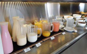 Sucos, Leite e Yogurte no Café da Manhã