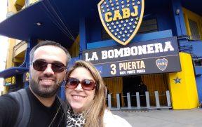 Nós na Entrada do Estádio La Bombonera