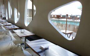 Restaurante de Frente para a Piscina