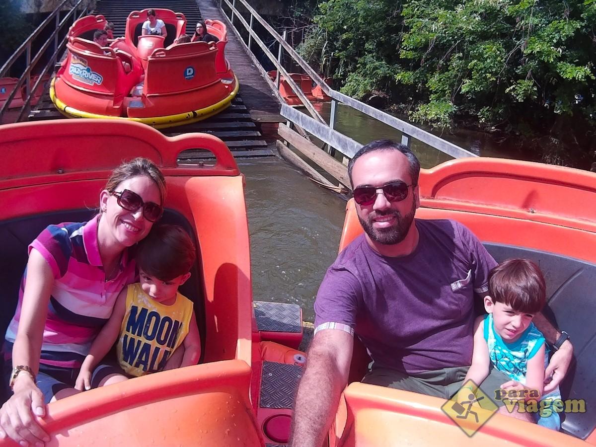 Família nas Corredeiras do Beto Carrero