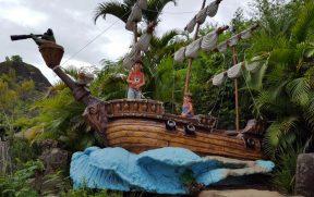 Crianças Brincando na Ilha dos Piratas