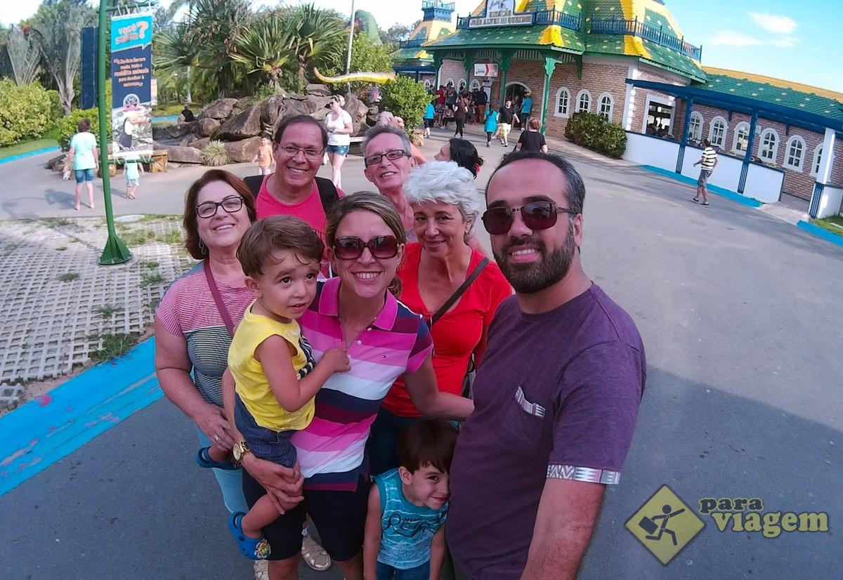 Família Reunida no Interior do Parque