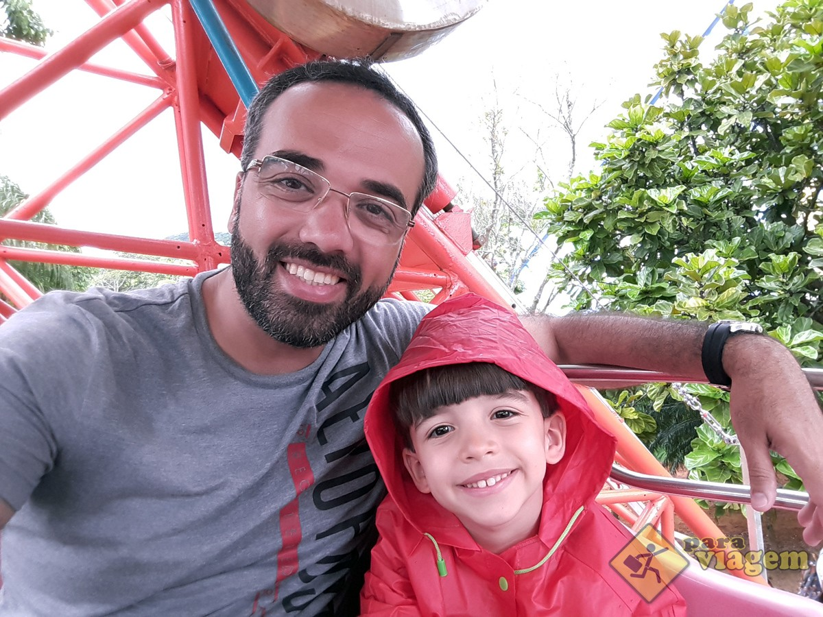 Pai e Filho na Roda Gigante