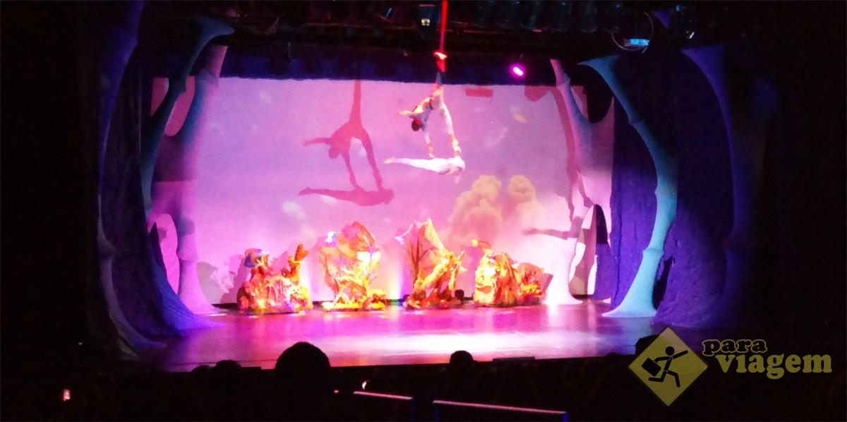 Espetáculo Blum no Teatro Acqua