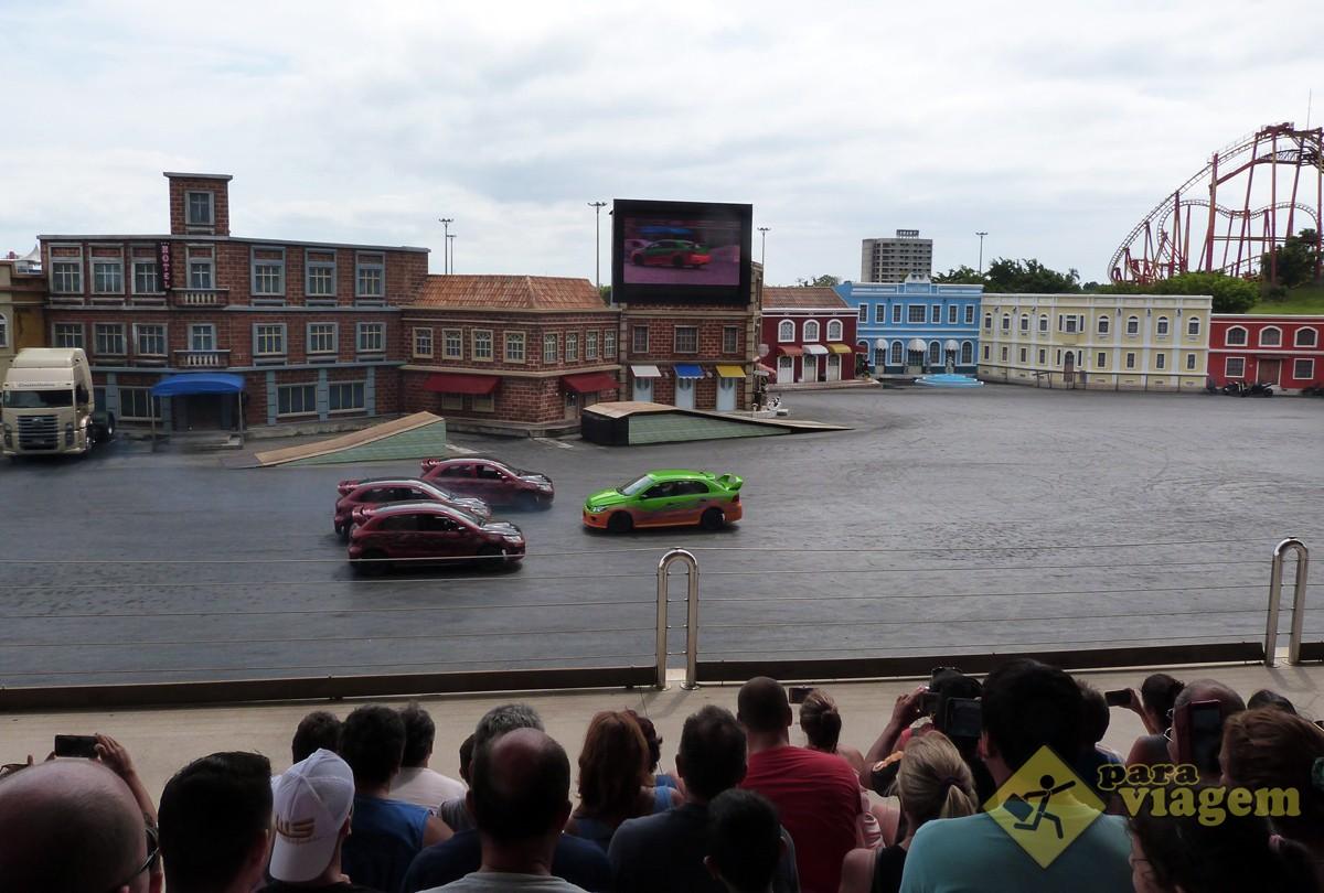 Carros Fazendo Manobras em Alta Velocidade