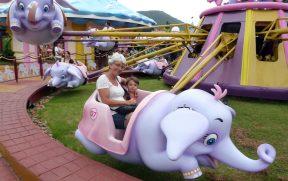 Vovó com o Netinho no Baby Elefante