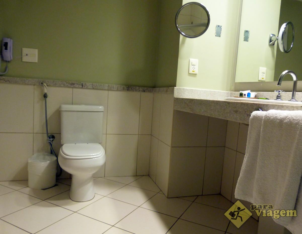 Banheiro com Espelhos e Interfone