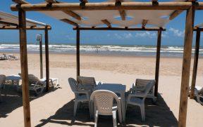 Cadeiras e Espreguiçadeiras de Frente pro Mar