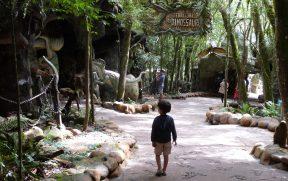 Criança na Área dos Dinossauros