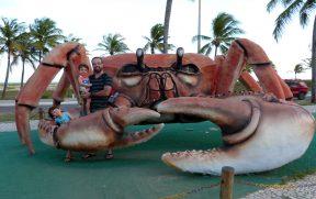 Pai e Filhos no Caranguejo Gigante