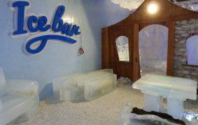 Icebar com Mobílias Feitas de Gelo
