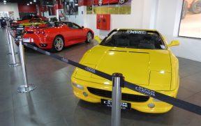 Salão com Veículos Esportivos do Super Carros