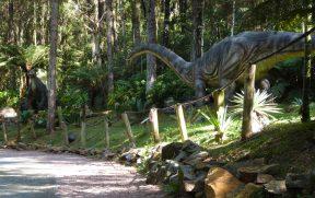Trilha Repleta de Dinossauros com Movimentos