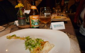 Pizza com Cerveja Artesanal no Dom Phillipe