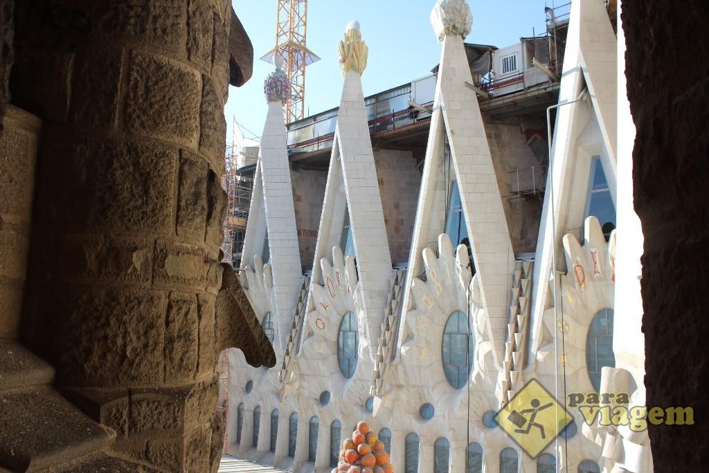 Detalhes do alto da fachada da Sagrada Família