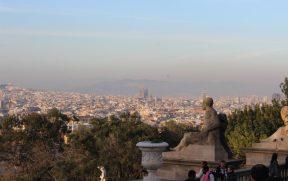 Vista de Barcelona do MNAC. A Sagrada Família se destaca.