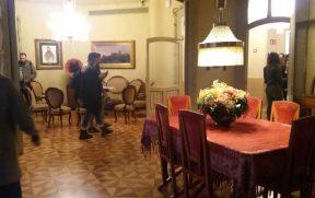 A antiga sala de um dos apartamentos