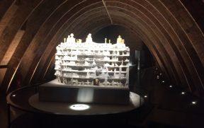 A interessante exposição sobre La Pedrera no sótão