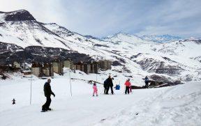 Pessoas esquiando Valle Nevado