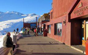 Loja do Valle Nevado em Frente a Montanha