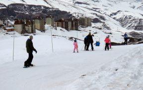Esqui ou Snowboard? Qual Escolher em Sua Primeira Vez na Neve
