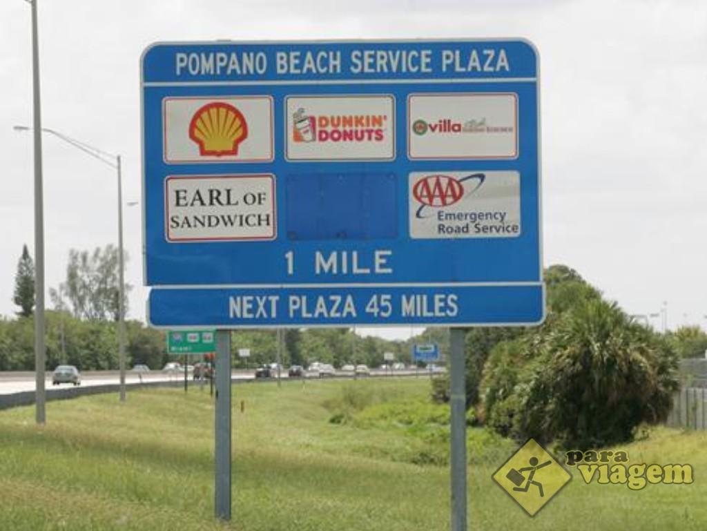 Placa indicando o Service Plaza na Turnpike