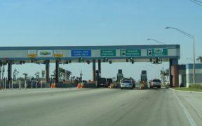 Praça de pedágio nas estradas da Flórida
