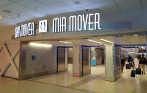 Entrada do MIA Mover no aerporto de Miami