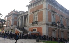 A fila na Porta de Goya