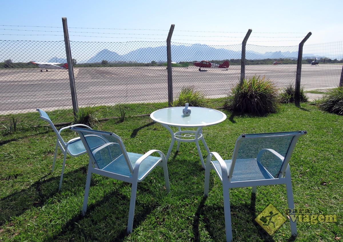 Área Externa em Frente a Pista do Aeroporto