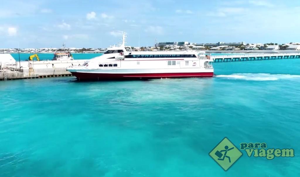 Chegada do ferry boat ao porto de Bimini
