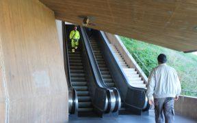 São 4 ou 5 escadas que te levam até lá em cima