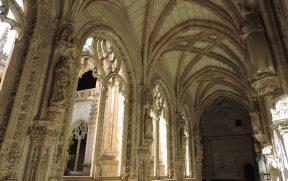 Detalhes góticos do claustro