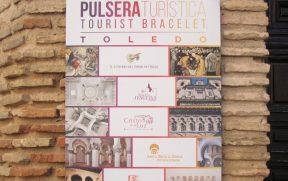 """Cartaz da """"Pulsera Turistica"""" na entrada das atrações"""