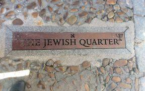 Símbolos típicos demarcam o antigo bairro judeu de Toledo