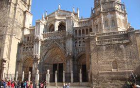 Detalhes da fachada frontal da Catedral de Toledo