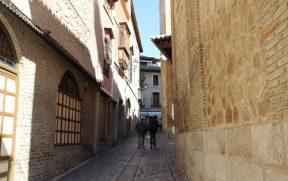 Ruas estreitas de Toledo, ao estilo medieval
