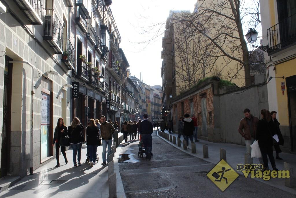 Calle Cava Baja é cheia de casas de tapas